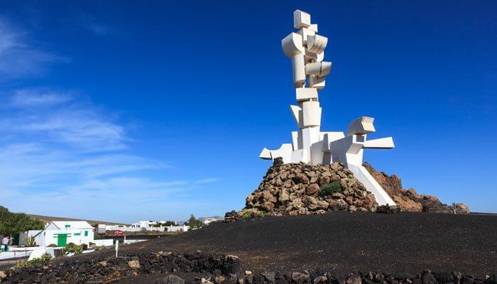 bijzondere bezienswaardigheden lanzarote monument van vruchtbaarheid