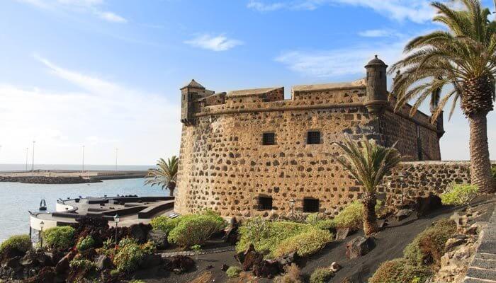bijzondere bezienswaardigheden lanzarote castillo san jose
