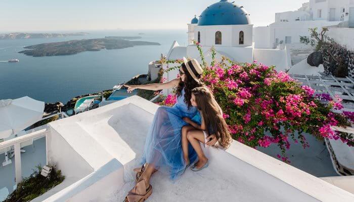 santorini oia vrouw dochter warmste eilanden griekenland
