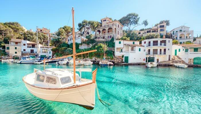 Mooiste baaien mallorca  cala figuera vissersboot