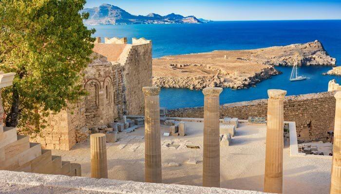 Trap van de Propylaea op Rhodos warmste eilanden griekenland
